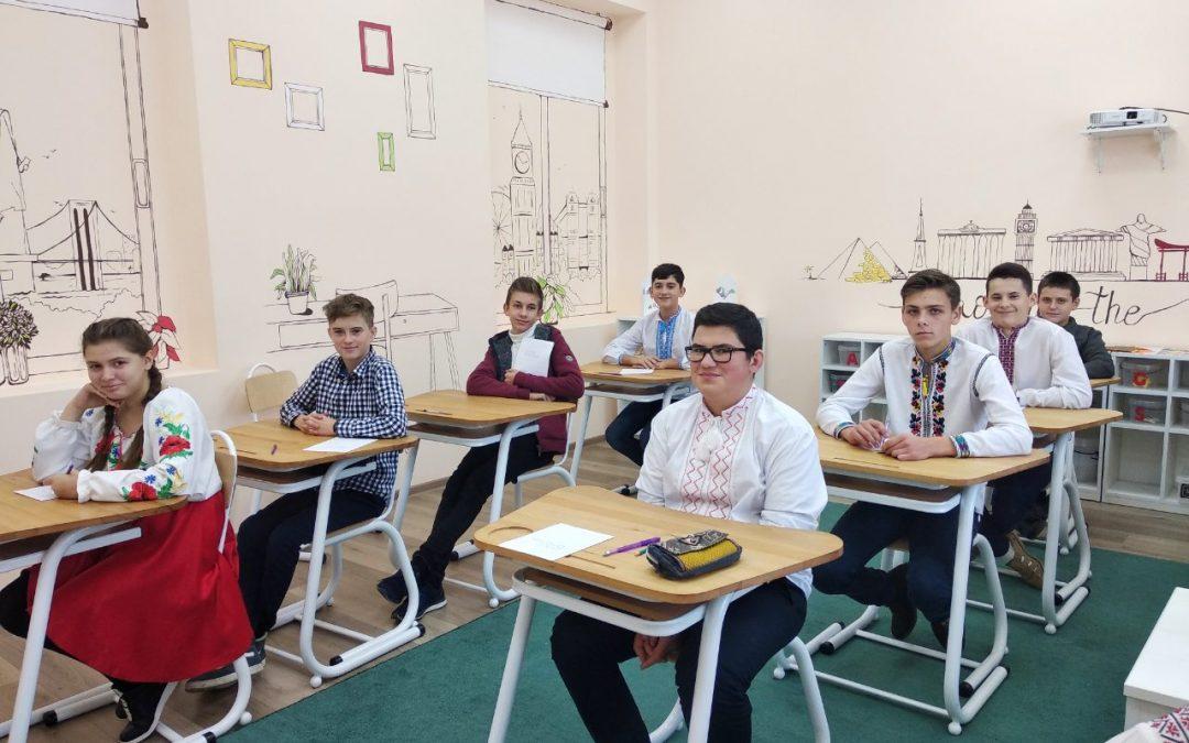 Учні НВК «Соломон» писали радіодиктант